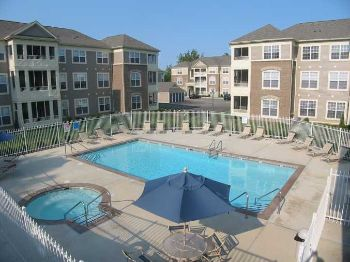 2bed/1bath in Indianapolis, Near Shops, w/d, Pool