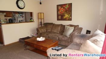1556 Helmo Ave N Oakdale MN Home for Rent