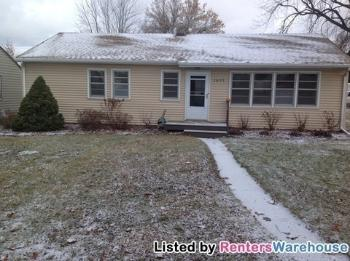 1655 Sandhurst Dr E Maplewood MN Rental House