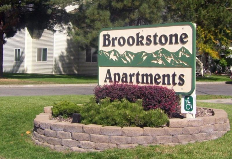 Brookstonesign 487662a8