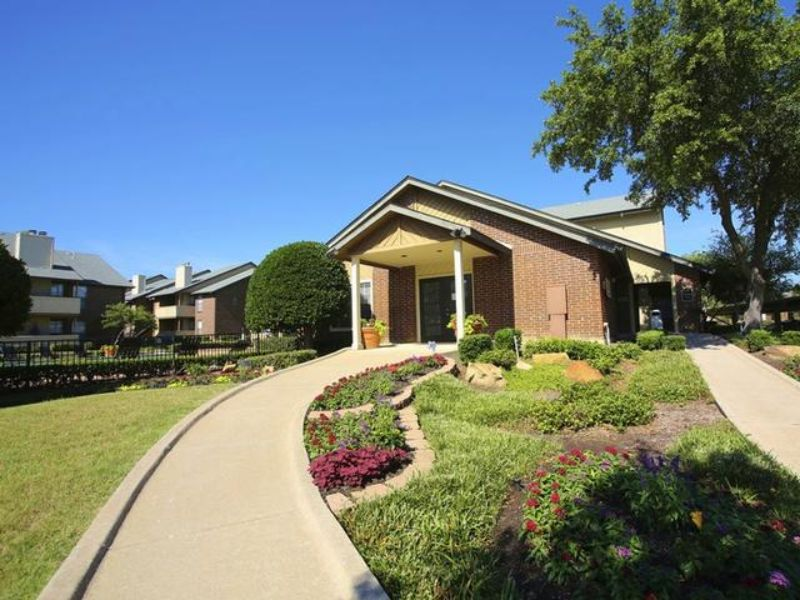 146 Valley View Dr Lewisville TX Rental House